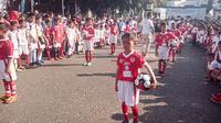Ribuan peserta nampak antusias mengikuti jalannya pencatatan rekor dunia menggiring bola terbanyak di Garut (Liputan6.com/Jayadi Supriadin)
