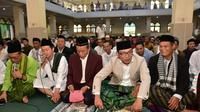 Calon Gubernur Jawa Barat melaksanakan salat Id di Masjid Besar Ujungberung, Kota Bandung (Istimewa)