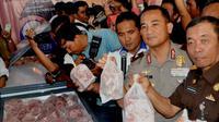 Majelis Ulama Indonesia memastikan sebanyak 10 ton daging kerbau impor asal Indoa yang masuk ke Bengkulu halal untuk dikonsumsi (Liputan6.com/Yuliardi Hardjo)
