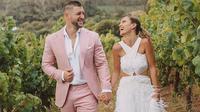 Miss Universe 2017 Demi Leigh Nel-Peters menikah dengan atlet football Tim Tebow. (dok.Instagram @demileighnp/https://www.instagram.com/p/B7dYtX1BuiB/Dinny Mutiah)
