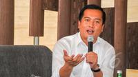 Direktur Perlindungan WNI dan BHI Kemlu, Lalu Muhammad Iqbal dalam diskusi 'Elegi untuk TKI' di Jakarta, Sabtu (18/4/2015). Diskusi tersebut membahas tentang ribuan TKI yang tengah terjerat masalah hukum di luar negeri. (Liputan6.com/Yoppy Renato)