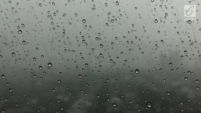 Hati-Hati, Hujan Disertai Petir Warnai Cuaca Surabaya Hari ...