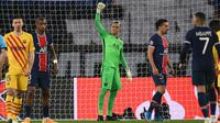 Kiper Paris Saint-Germain, Keylor Navas, berhasil melakukan sembilan penyelamatan saat bersua Barcelona pada laga leg kedua 16 besar Liga Champions di Camp Nou, Kamis (11/2/2021) dini hari WIB. (AFP/FRANCK FIFE)