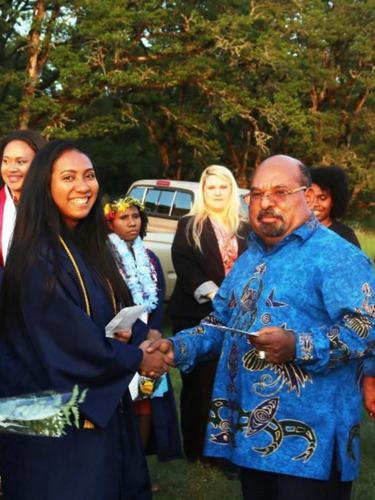 Gubernur Papua Lukas Enembe beri ucapan selamat dan penghargaan kepada Sherina Fernanda, yang lulus dengan magna cum laude dari Universitas Corban, Oregon.  (Courtesy: Gubernur Papua Lukas Enembe)