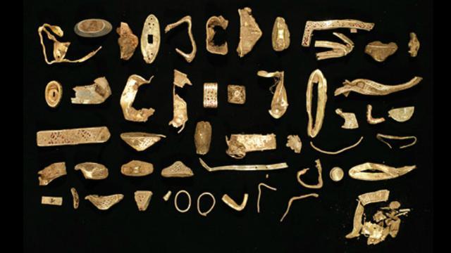 Harta karun emas Anglo Saxon (Birmingham Museum and Art Gallery)