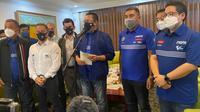 Ketua MPR RI yang juga ketua PP IMI Bamsoet memberikan keterangan kepada media sebelum kunjungi sirkuit Mandalika untuk MotoGP 2021 (istimewa)