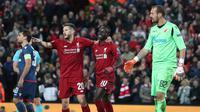 Striker Liverpool, Sadio Mane berselebrasi usai mencetak gol ke gawang Red Star Belgrade selama pertandingan grup C Liga Champions di stadion Anfield, Inggris (24/10). Liverpool menang telak 4-0 atas Red Star. (AP Photo/Jon Super)