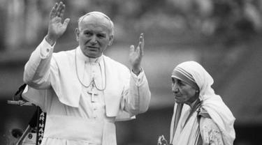 Bunda Teresa dan Paus Yohanes Paulus II
