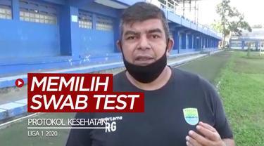 Berita video dokter tim Persib Bandung memilih diadakannya swab test untuk protokol kesehatan saat Liga 1 2020 kembali bergulir.