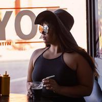 Tips pilih sunglasses untuk pipi tembam | unsplash.com