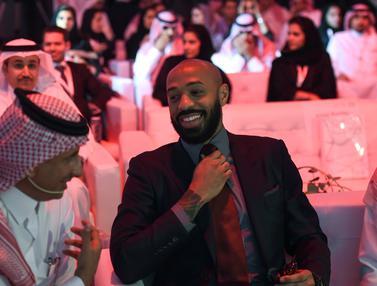 Gaya Eks Penyerang Arsenal di Arab Saudi
