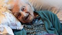 Pada ulang tahunnya ke 113, nenek Gladys mengaku cukup bahagia dengan menikmati 'secangkir teh dan seiris kue'.