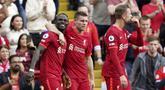 Liverpool memuncaki klasemen sementara Liga Inggris 2021/2022 dengan koleksi 13 poin usai kemenangan 3-0 atas tamunya Crystal palace, Sabtu (18/9/2021). Ketiga gol oleh Sadio Mane, Mohamed Salah dan Naby Keita semuanya dicetak melalui proses sepak pojok. (AP/Jon Super)