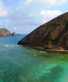 Tak hanya Gili Trawangan, kini Lombok juga terkenal dengan Pantai Mawun yang garis pantainya melengkung mirip tapal kuda.