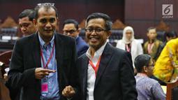 Ahli dari TKN Dokter Heru Widodo dan Prof Edward Omar Syarief Hiariej mengikuti sidang sengketa Pilpres 2019 di Gedung MK, Jakarta, Jumat (21/6/2019). Sidang beragendakan mendengar keterangan saksi dan ahli dari pihak terkait yakni paslon nomor urut 01 Jokowi-Ma'ruf Amin. (Liputan6.com/Johan Tallo)
