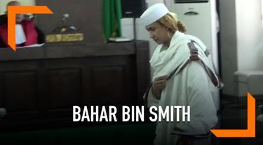 Bahar Bin Smith dituntut 6 tahun penjara dalam kasus penganiayaan dua remaja. Atas tuntutan ini, Bahar akan membacakan nota pembelaan pekan depan.