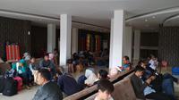 Arus balik sudah mulai terlihat di Stasiun Cirebon. (Liputan6.com/Panji Prayitno)
