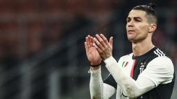 1. Cristiano Ronaldo (105 juta dolar) - Cristiano Ronaldo memperoleh 105 juta dolar berdasarkan pendapatan gaji dan iklan yang diterimanya. (AFP/Isabella Bonotto)