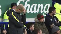 Pelatih Pep Guardiola harus menghadapi tekanan besar di Manchester City. (Peter Byrne/PA via AP)