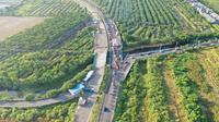 Jembatan Ujung Galuh dan Jalan Arteri Middle East Ring Road (MERR) sepanjang 10,8 kilometer. (Liputan6.com/ Dian Kurniawan)