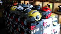 Outlet yang berlokasi di Jalan Mahakam 1 No. 17, Jakarta Selatan ini menyediakan helm-helm dan aksesoris impor untuk sepeda motor