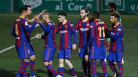 Pemain Barcelona merayakan gol Lord Braithwaite saat melawan Cornella di 32 besar Copa del Rey (AP)