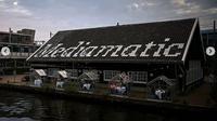Restoran di Amsterdam, Belanda hadir dengan konsep rumah kaca guna mencegah corona. (dok. Instagram @mediamatic_eten/https://www.instagram.com/p/B_j_4Iklpis/?hl=en/Putu Elmira)
