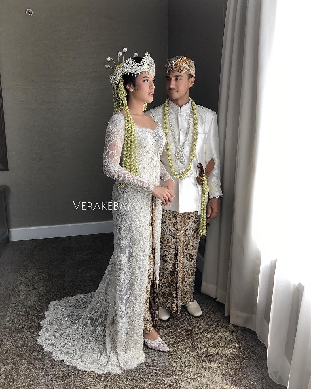 8 Gaun Terindah Dari Seluruh Perjalanan Pernikahan Raisa Dan Hamish