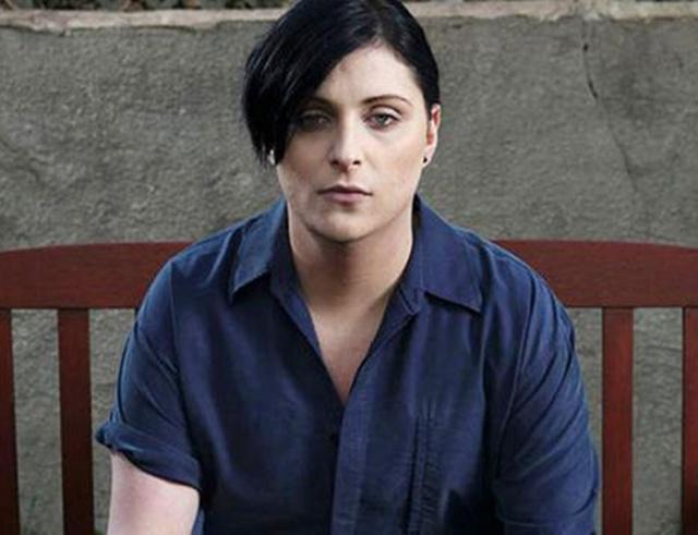 Ria Cooper telah memutuskan untuk kembali menjadi transgender perempuan/copyright boldsky.com