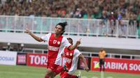 Selebrasi gelandang PSM Makassar, Rasyid Bakri dalam lanjutan TSC 2016 di Stadion Pakansari, Bogor Jawa Barat, Minggu (29/5/2016). (Bola.com/Nicklas Hanoatubun)