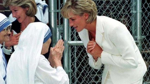 Alasan Menyentuh Putri Diana Tak Pernah Mengenakan Sarung Tangan ... 2c0607a9d0