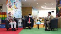 Kepala Perpusnas Syarif Bando dan anggota Komisi X DPR RI Putra Nababan dalam perbincangan soal literasi yang digelar Pusat Analisis Pengembangan Perpustakaan dan Pengembangan Budaya Baca, Senin (17/5/2021). (Liputan6.com/ Ist)