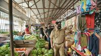 Apabila tidak menggunakan masker, para pedagang dan pembeli dilarang memasuki pasar untuk melakukan transaksi jual beli