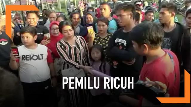 Sejumlah emak-emak di Pasangkayu Sulawesi Barat protes karena tidak bisa mencoblos di TPS hari Rabu (17/4). KPU setempat punya alasan khusus kenapa hal ini bisa terjadi.