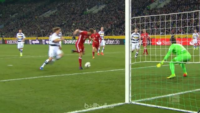 Video highlights Bundesliga antara Borussia Monchengladbach vs Bayern Munchen berakhir dengan skor 0-1. This video presented by Ballball.
