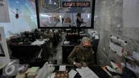 Sejumlah PNS tengah melakukan aktifitas kerja di ruangan, Jakarta, Senin (11/7). Gubernur Basuki T Purnama mengancam akan memberikan sanksi pada PNS di lingkungan Pemprov DKI apabila tidak masuk usai libur lebaran. (Liputan6.com/Yoppy Renato)