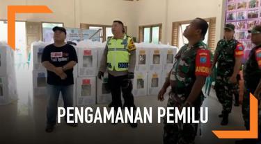 Polri dan TNI Singkawang lakukan patroli bersama di wilayah perbatasan hari Minggu (14/4). Patroli dilakukan untuk memastikan keamanan dan kesiapan jelang pencoblosan tanggal 17 April mendatang.