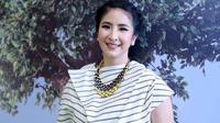 """""""Kita bisa seperti ini berkat Kartini, tapi banyak kebablasan dengan hanya mementingkan karir tapi melupakan keluarga,"""" tutur ibu dua anak ini. (Nurwahyunan/Bintang.com)"""