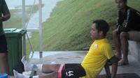 Gelandang PSS, I Gede Sukadana saat berlatih terpisah di lapangan UII, Sleman. (Bola.com/Vincentius Atmaja)