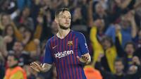 Ivan Rakitic masih betah di Barcelona (LLUIS GENE / AFP)