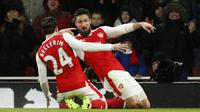 Striker Arsenal, Olivier Giroud, merayakan gol yang dicetaknya ke gawang Crystal Palace pada laga Liga Inggris di Stadion Emirates, Inggris, Minggu (1/1/2016). Arsenal menang 2-0 atas Crystal Palace. (Reuters/John Sibley)