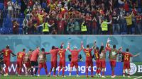 Reaksi para pemain Belgia dan pendukungnya usai pertandingan grup B melawan Rusia di Stadion Saint St. Petersburg, Minggu (13/6/2021) dini hari WIB. Belgia menang 3-0. (AP Photo/Kirill Kudryavtsev, Pool)