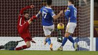 Momen pemain Brighton Steven Alzate mencetak gol pembuka pada laga konytra Liverpool pada lanjutan ajang Liga Inggris 2020/2021, Kamis (04/02/2021) dini hari WIB. ()
