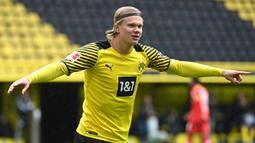 Erling Haaland. Manchester City membutuhkan striker fenomenal Borussia Dortmund yang masih berusia 20 tahun ini untuk menggantikan Sergio Aguero yang dipastikan hengkang akhir musim ini. Rekor mentereng Haaland yang mencetak 41 gol dalam 41 penampilan menjadi pertimbangan. (AFP/Ina Fassbender/Pool)