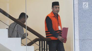 Anggota DPRD Lampung Tengah nonaktif Zainudin akan menjalani pemeriksaan penyidik di Gedung KPK, Jakarta, Rabu (10/7/2019). Zainudin diperiksa sebagai tersangka terkait kasus dugaan gratifikasi Rp 95 miliar menyetujui pinjaman daerah ke PT Sarana Multi Infrastruktur. (merdeka.com/Dwi Narwoko)