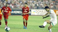 Ali Daei saat masih memperkuat timnas Iran (Peter Parks)