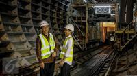 Presiden Jokowi dan Gubernur DKI Jakarta Basuki Tjahaja Purnama tampak tertawa disela meninjau proyek MRT di Stasiun Dukuh Atas, Jakarta, Jumat (30/9). Pemerintah menargetkan MRT selesai 2018 atau saat perhelatan Asian Games. (Liputan6.com/Faizal Fanani)