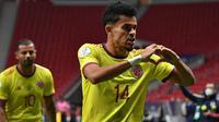 Kolombia sukses menyamakan keadaan memanfaatkan kelengahan lini belakang Argentina di babak kedua, tepatnya pada menit ke-62. Luis Diaz sukses mengkonversi umpan Edin Cardona menjadi gol. Kedudukan berubah menjadi satu sama. (Foto: AFP/Nelson Almeida)