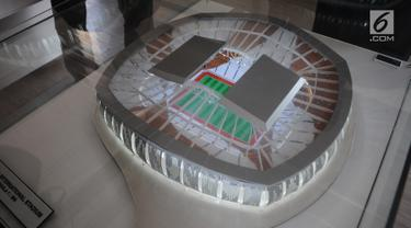 Maket Jakarta International Stadium terlihat di kawasan Taman BMW, Sunter, Jakarta Utara, Kamis (14/3). Jakarta International Stadium ditargetkan akan selesai pada tahun 2021 mendatang dengan kapasitas sekitar 82.000 orang. (Liputan6.com/Herman Zakharia)