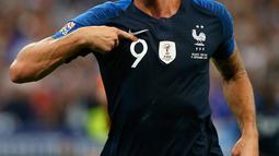 Striker Prancis, Oliver Giroud berselebrasi usai mencetak gol ke gawang Belanda pada pertandingan UEFA Nations League di Stadion Stade de France, Saint-Denis, Prancis, (9/10). Prancis menang 2-1 atas Belanda. (AP Photo/Christophe Ena)
